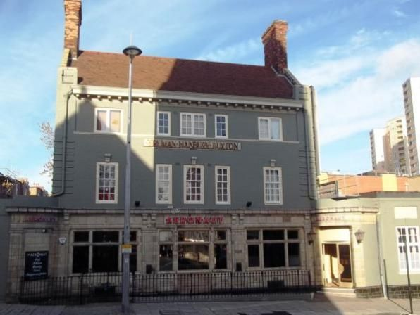 Image of White Hart Hotel in Acton in more recent times